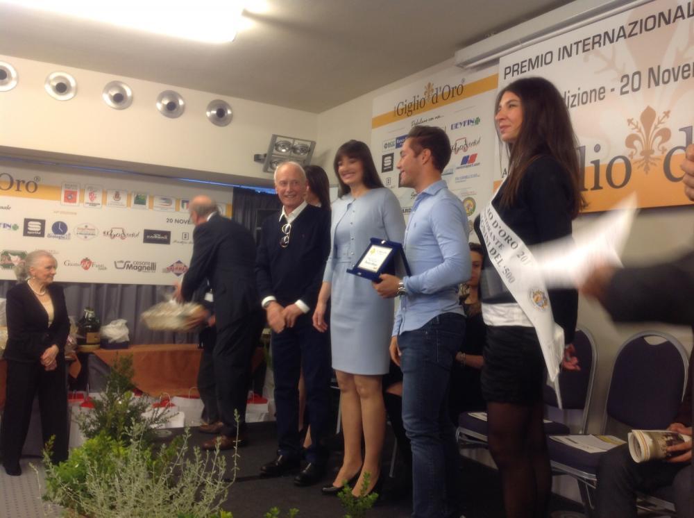 Premio ciclistico Giglio d'oro - Vincenzo Albanese premiato da figlia e moglie Nencini