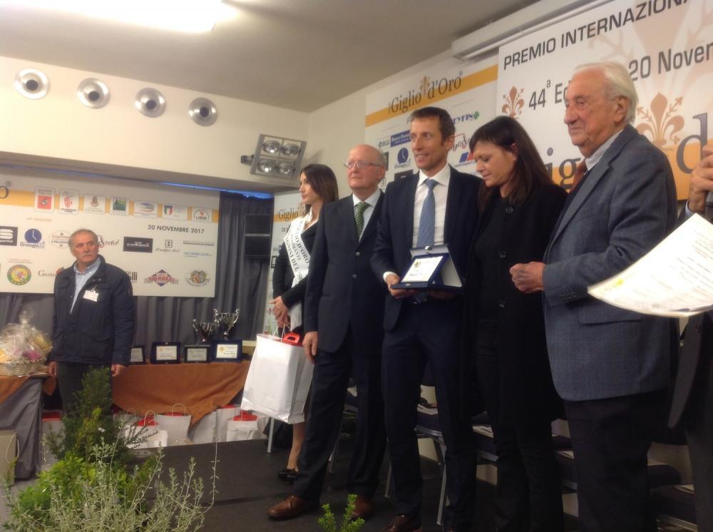 Premio ciclistico Giglio d'oro Fondriest premiato dalla vedova Ballerini